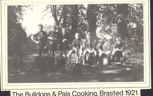 652Bulldogs___pals_cooking_Brasted_1921.jpg